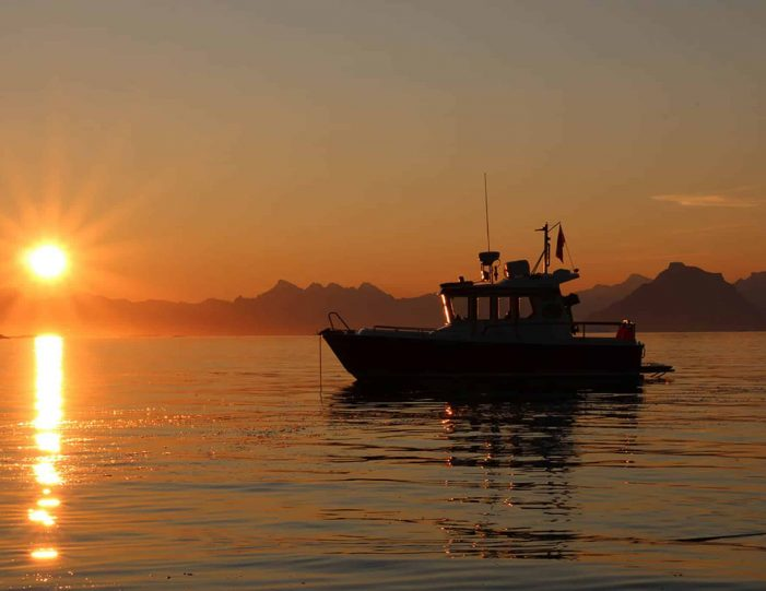 private-midnight-sun-tour-uummannaq-north-greenland-Guide to Greenland.jpg1
