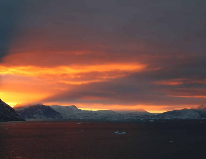 private-midnight-sun-tour-uummannaq-north-greenland-Guide to Greenland.jpg4