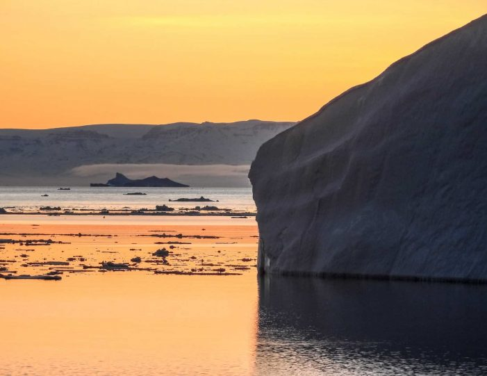 private-midnight-sun-tour-uummannaq-north-greenland-Guide to Greenland.jpg5