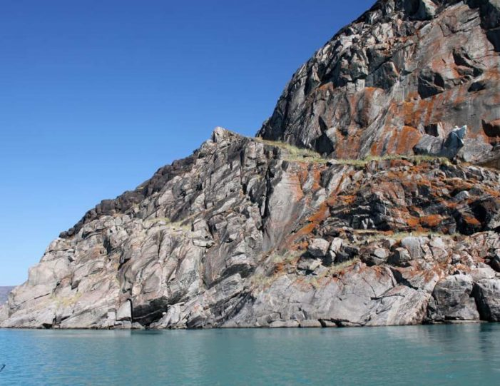 sailing-and-hiking-in-the-kangerlussuaq-fjord-west-greenland - Guide to Greenland4