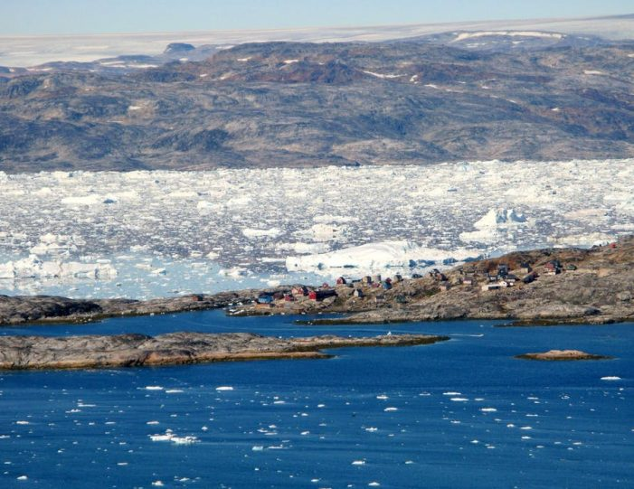 sailing-to-tiniteqilaaq-and-the-sermilik-icefjord-tasiilaq-east-greenland - Guide to Greenland3