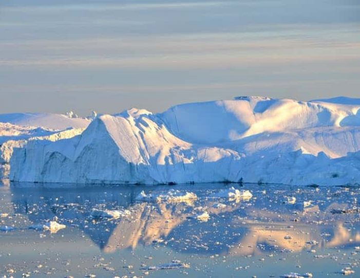 snowshoe-hiking-ilulissat-disko-bay - Guide to Greenland5