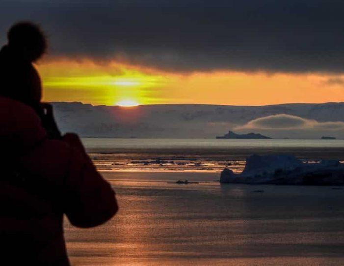 snowshoe-hiking-ilulissat-disko-bay - Guide to Greenland8