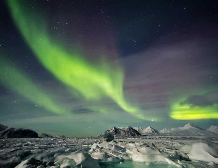 snowshoe-in-the-northern-night-ilulissat-disko-bay - Guide to Greenland9