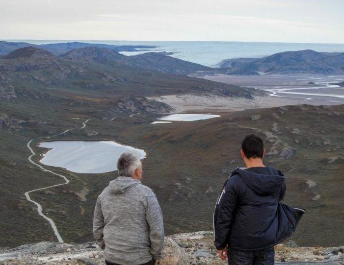 sugarloaf-mountain-hike-kangerlussuaq - Guide to Greenland2