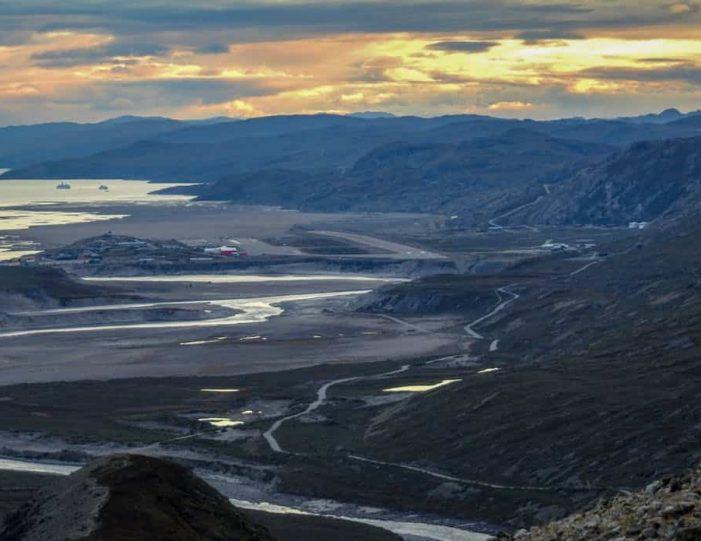 sugarloaf-mountain-hike-kangerlussuaq - Guide to Greenland3