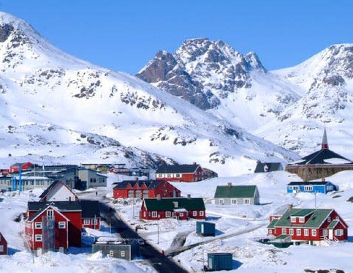 tasiilaq-winter-world-8-days-east-greenland-Guide to Greenland4