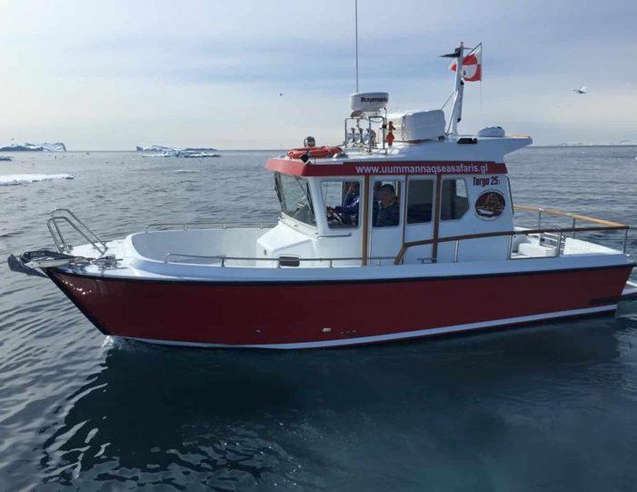 transport-to-qaarsut-uummannaq-north-greenland-Guide to Greenland2