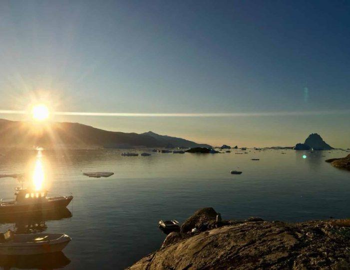 transport-to-qaarsut-uummannaq-north-greenland-Guide to Greenland5