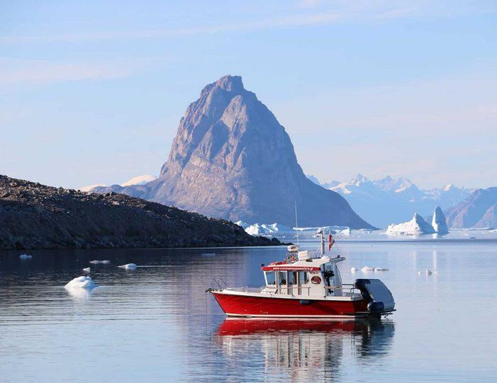 transport-to-qaarsut-uummannaq-north-greenland-Guide to Greenland7
