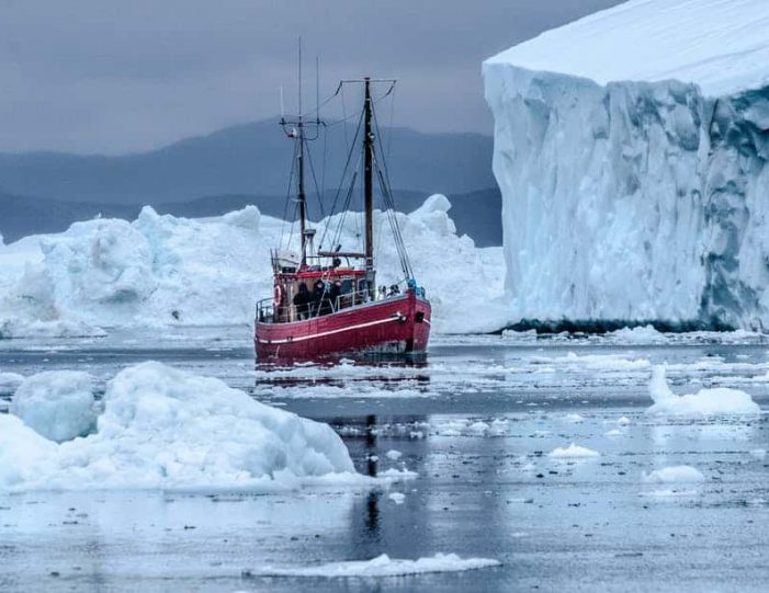 winter-in-northwest-greenland-icebergs-glaciers-inuit-day-Guide to Greenland11