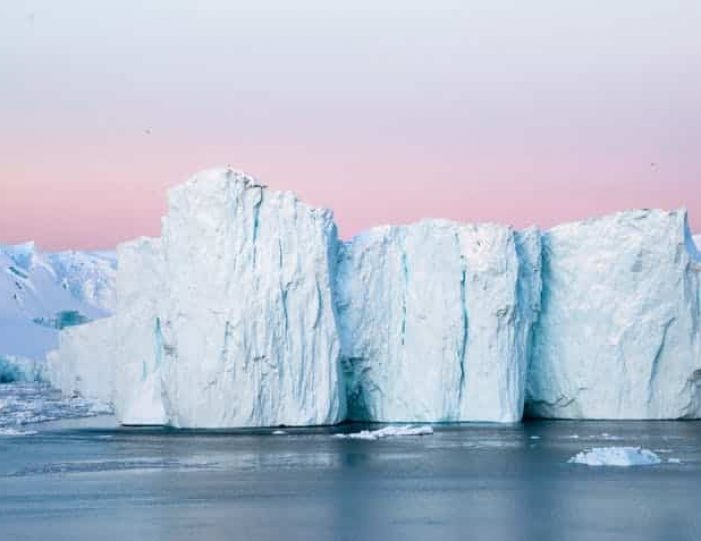 winter-in-northwest-greenland-icebergs-glaciers-inuit-day-Guide to Greenland2