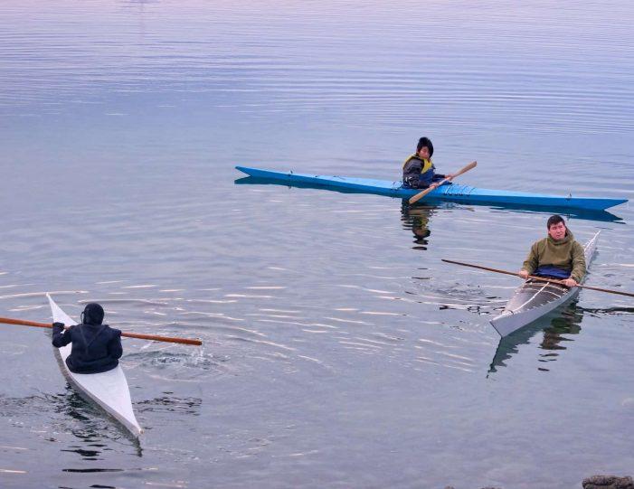 winter-kayaking-tour-sisimiut- Guide to Greenland3