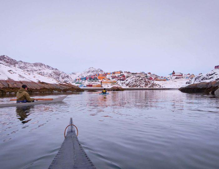 winter-kayaking-tour-sisimiut- Guide to Greenland8