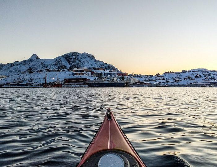 winter-kayaking-tour-sisimiut- Guide to Greenland9